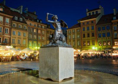 Rynek Starego Miasta, pomnik Syrenki, fot. badahos_Fotolia