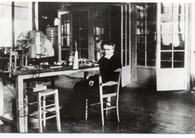 Maria Skłodowska-Curie w laboratorium, 1913 r., fot. Muzeum Marii Skłodowskiej-Curie