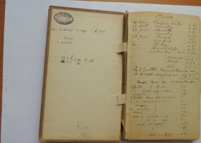 Oryginalny notatnik Marii Słodowskiej-Curie, Strona 2 dotycząca gospodarstwa domowego, fot. Muzeum Marii Skłodowskiej-Curie