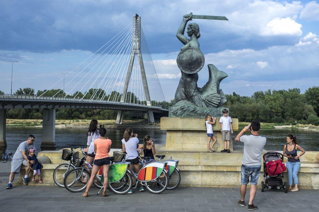Pomnik Syrenki Warszawskiej nadWisłą, fot.Warszawska Organizacja Turystyczna