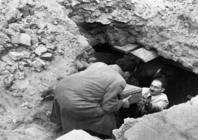 Wydobycie Archiwum Ringelbluma, fot. Żydowski Instytut Historyczny im. E. Ringelbluma
