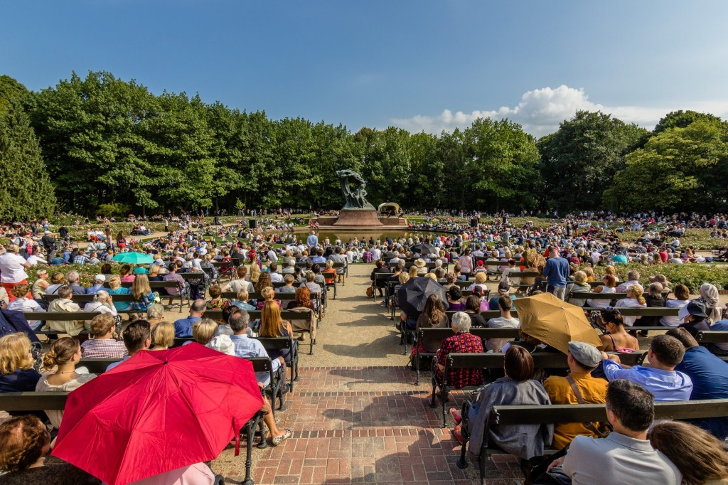 Koncert Chopinowski przy pomniku Fryderyka Chopina, fot. Warszawska Organizacja Turystyczna