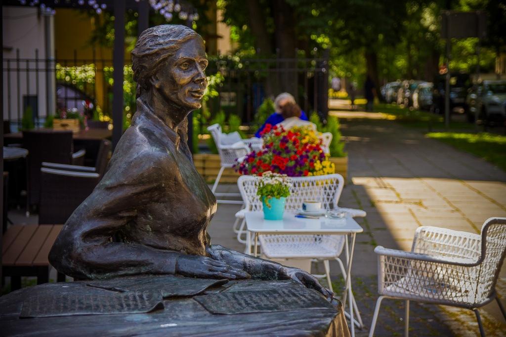 Ulica Francuska, Pomnik Agnieszki Osieckiej, fot.Joanna Wiśniewska