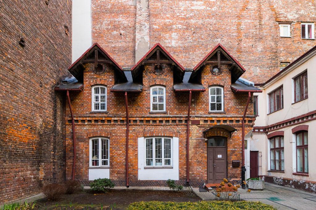 'Domek Dla Lalek' przy ulicy Hożej 70, fot. Filip Kwiatkowski