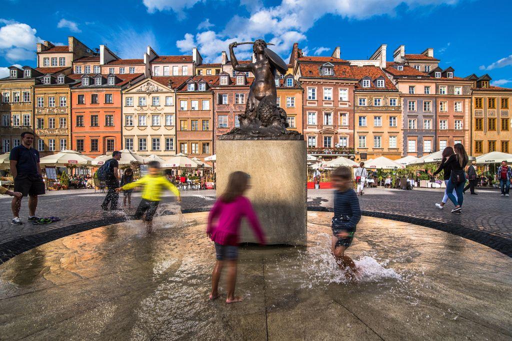Pomnik Syrenki naRynku Starego Miasta, fot.Warszawska Organizacja Turystyczna